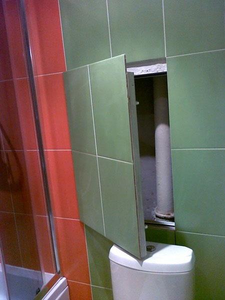 Таким образом тоже можно замаскировать трубы в ванной