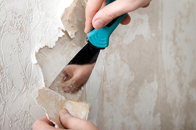 Перед оклейкой текстильными обоями стены необходимо тщательно подготовить