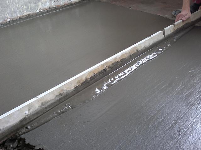 Цементная стяжка поможет сделать пол идеально ровным