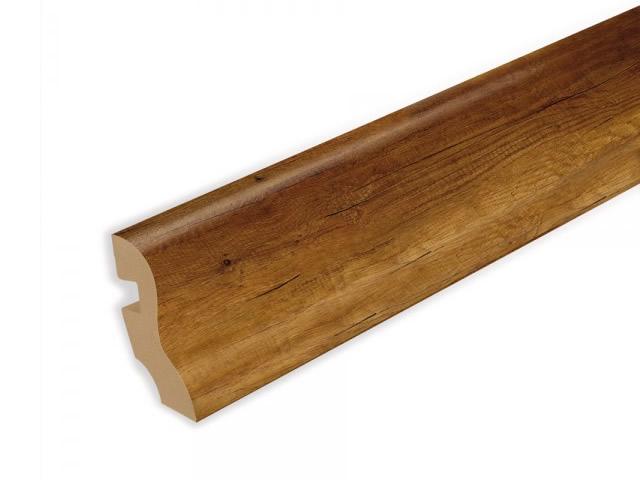 Деревянный плинтус из ореха очень прочный и крепкий