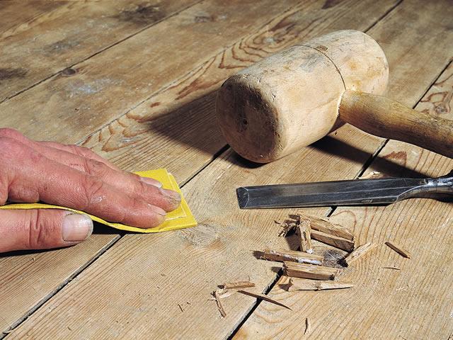 Старые деревянные полы скрипят из-за усыхания со временем досок