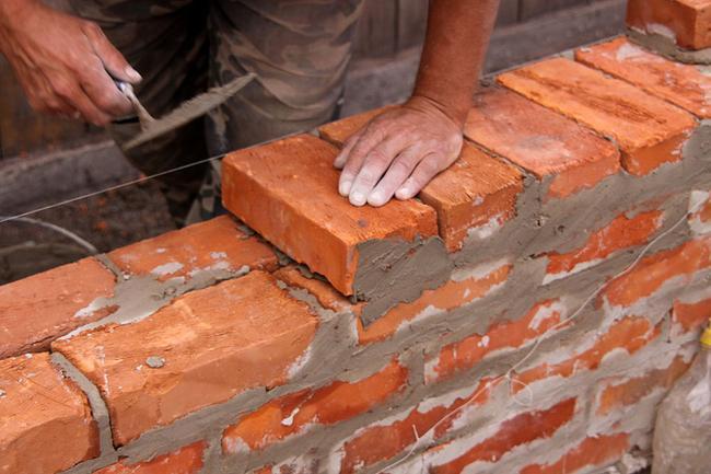 Как класть кирпичную стену