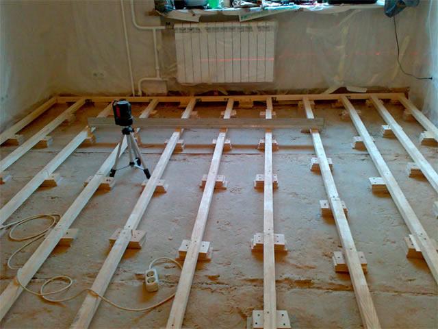 Wooden floor in the apartment