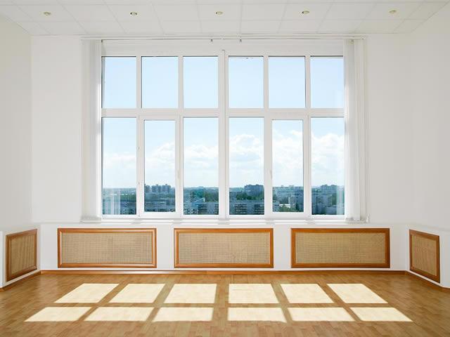 Перед снятием побелки освободите помещение от мебели