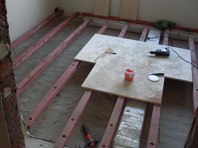 Важно обеспечить под деревянным полом хорошую вентиляцию