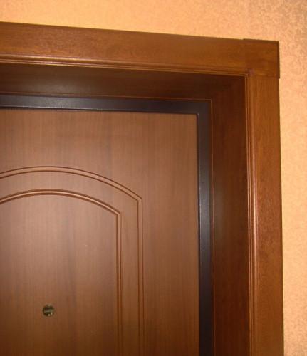 Как самому установить наличники на входную дверь