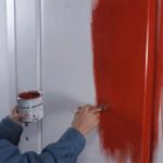 Покраску двери можно осуществить своими руками