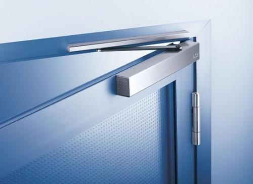 Это современное приспособление для автоматического закрытия двери