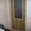 С помою специальной плёнки можно обновить внешний вид вашей двери