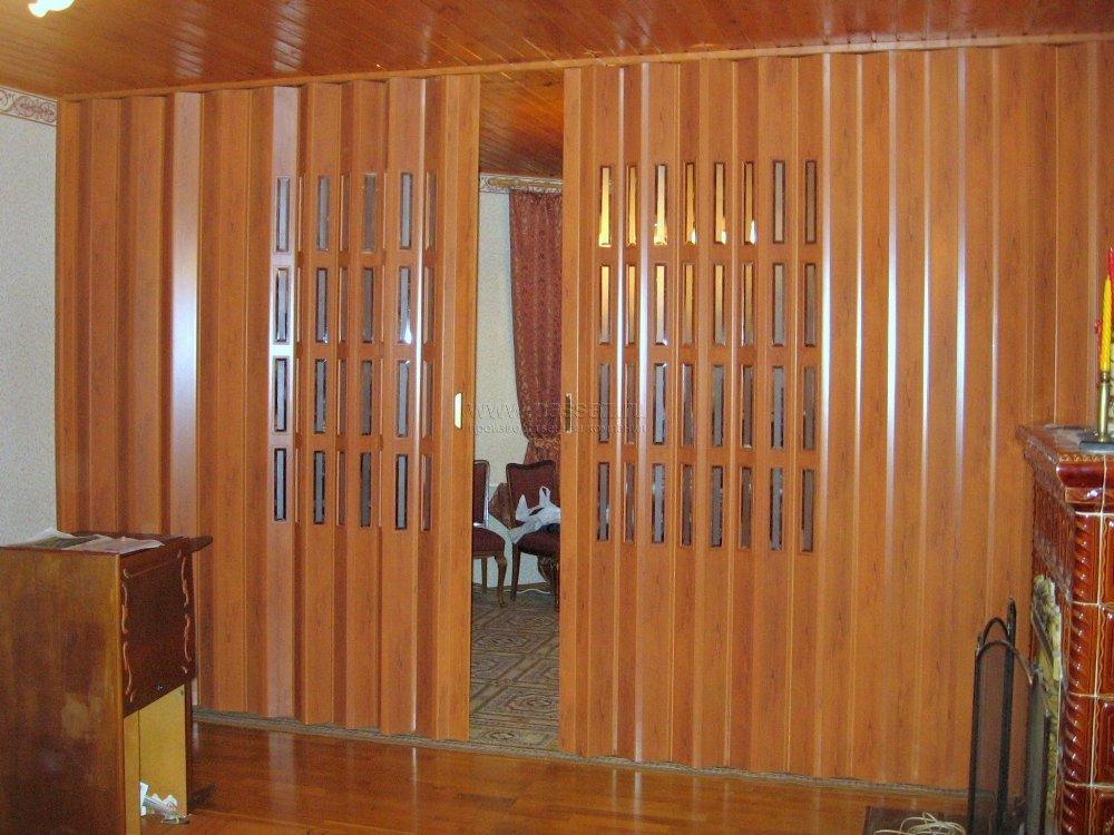 Дверь-гармошка в широком проёме