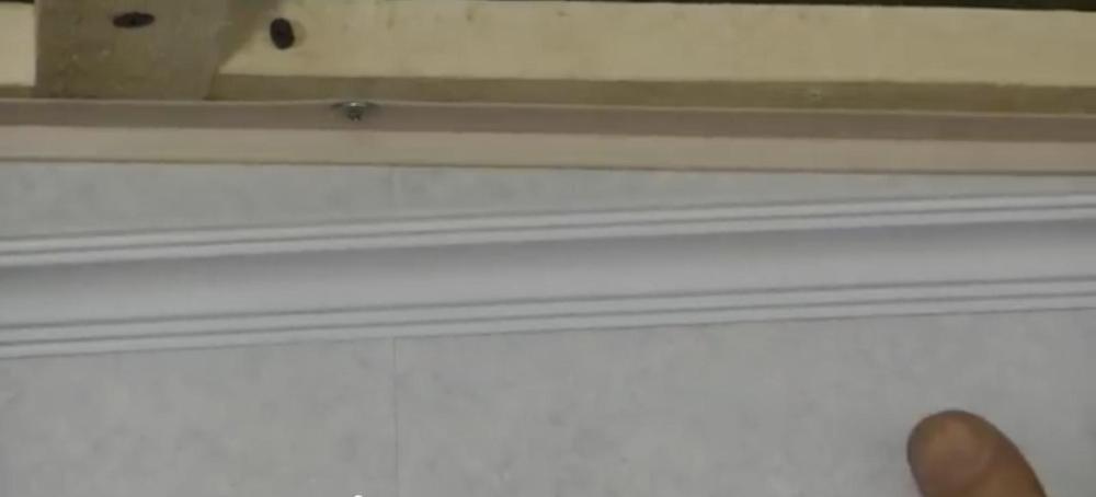 Защёлкивание плинтуса в крепёжную планку