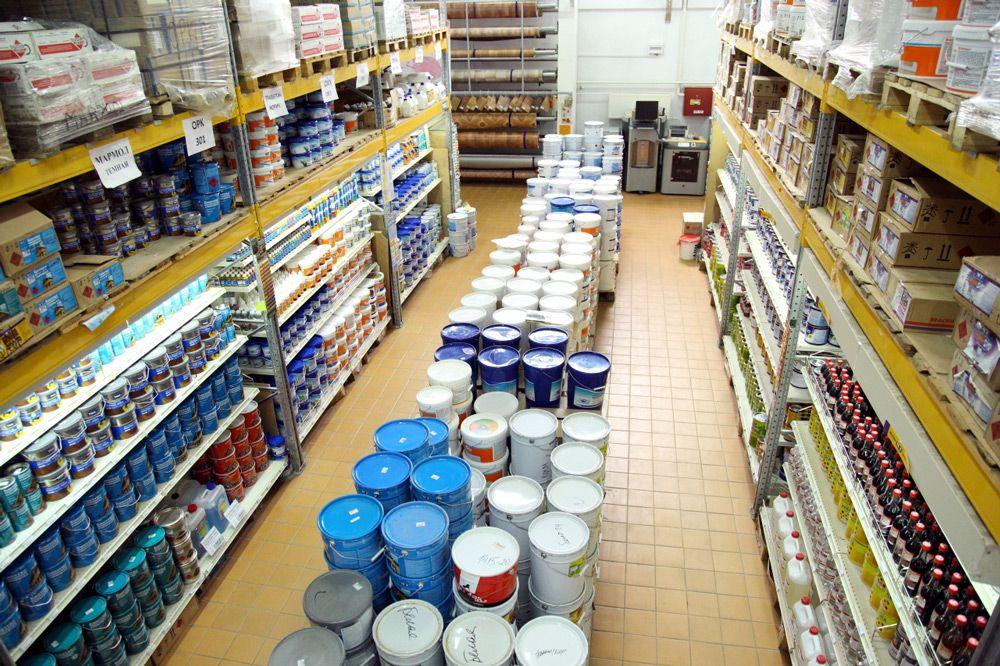 Краски в магазине