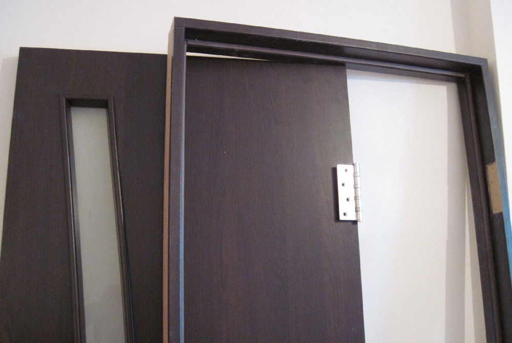 Дверь и дверная коробка