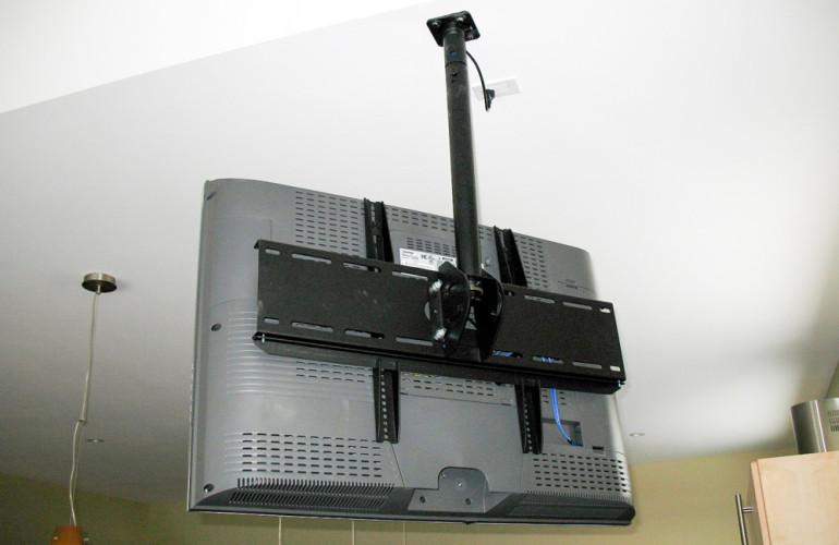 Крепления для телевизора на потолок своими руками 92