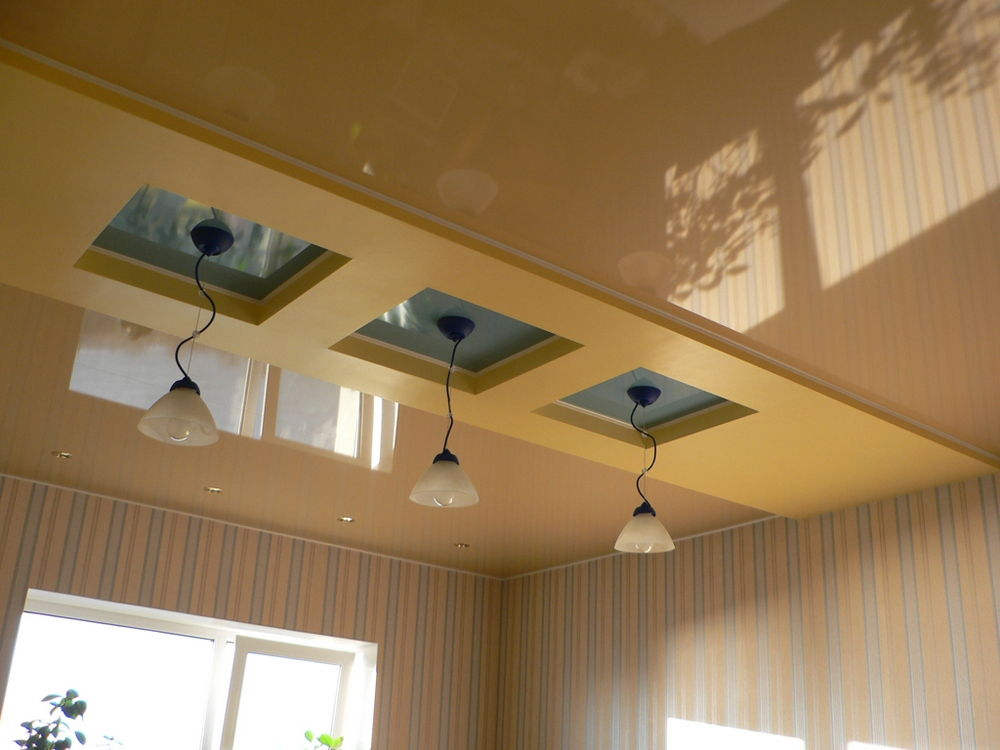 Оформление потолков на кухне