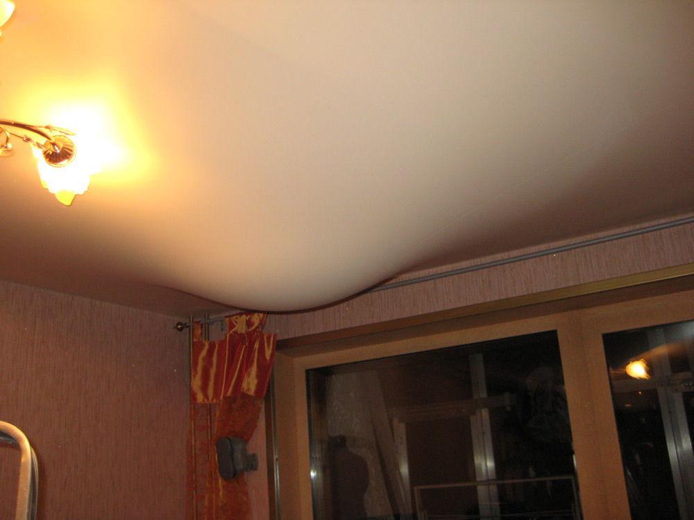 Потолок, в котором накопилась вода