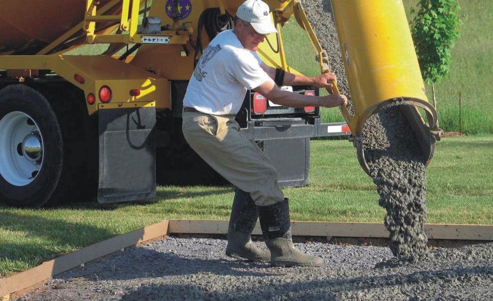 Заливка поверхности бетоном