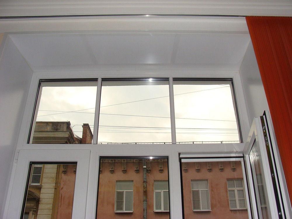 Окно с пластиковыми откосами