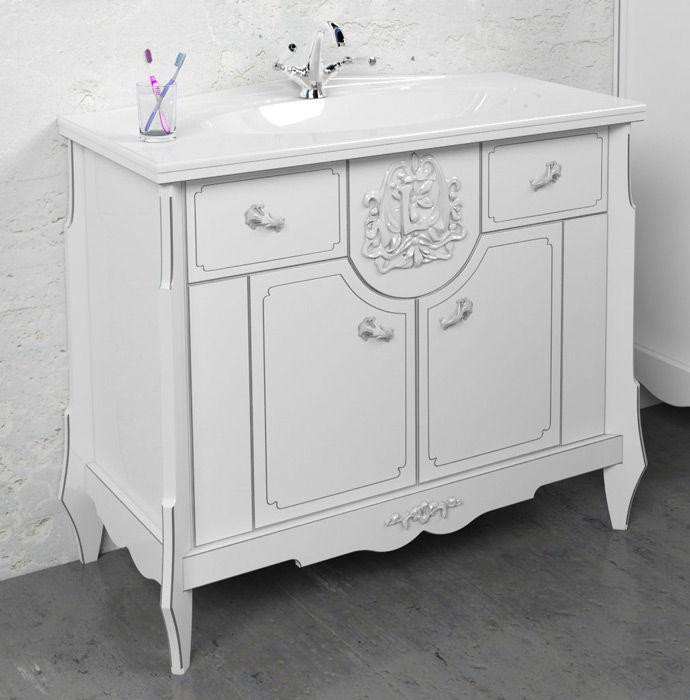 Раковина с тумбой в ванной