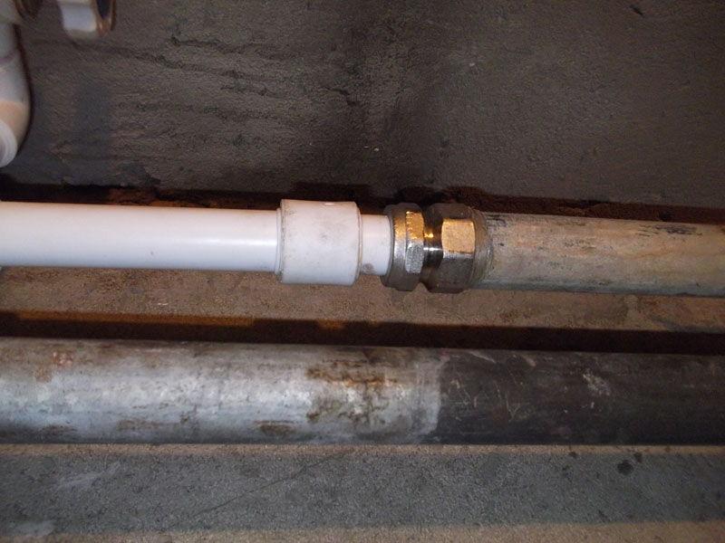 Соединение металлической и пластиковой трубы