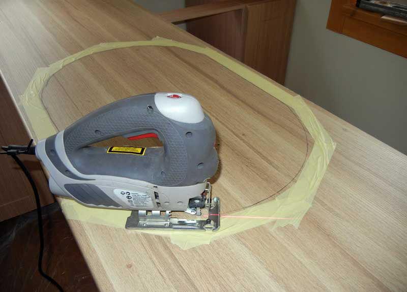 Прорезаем столешницу электролобзиком