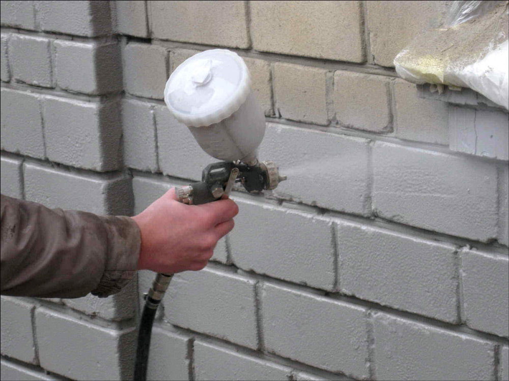 Нанесение резиновой краски краскопультом