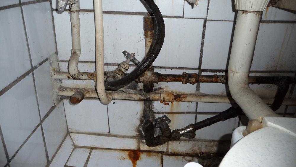 Старые трубы в ванной