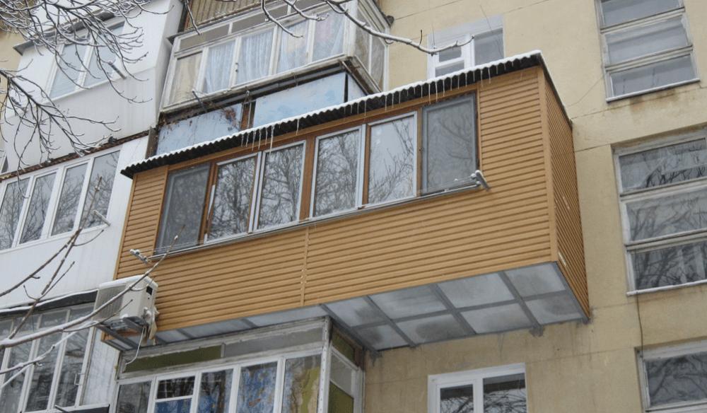 Расширенный балкон квартиры
