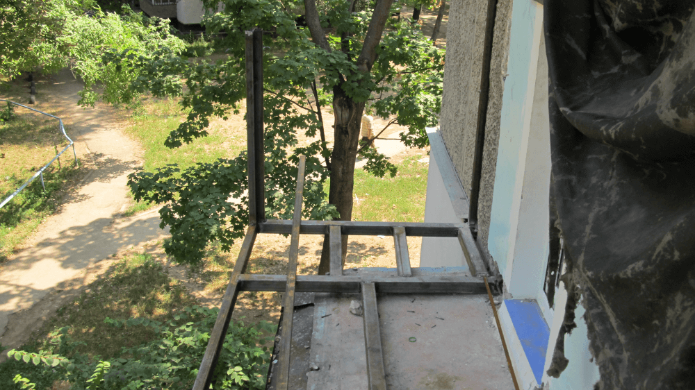Как сделать расширение балкона своими руками.