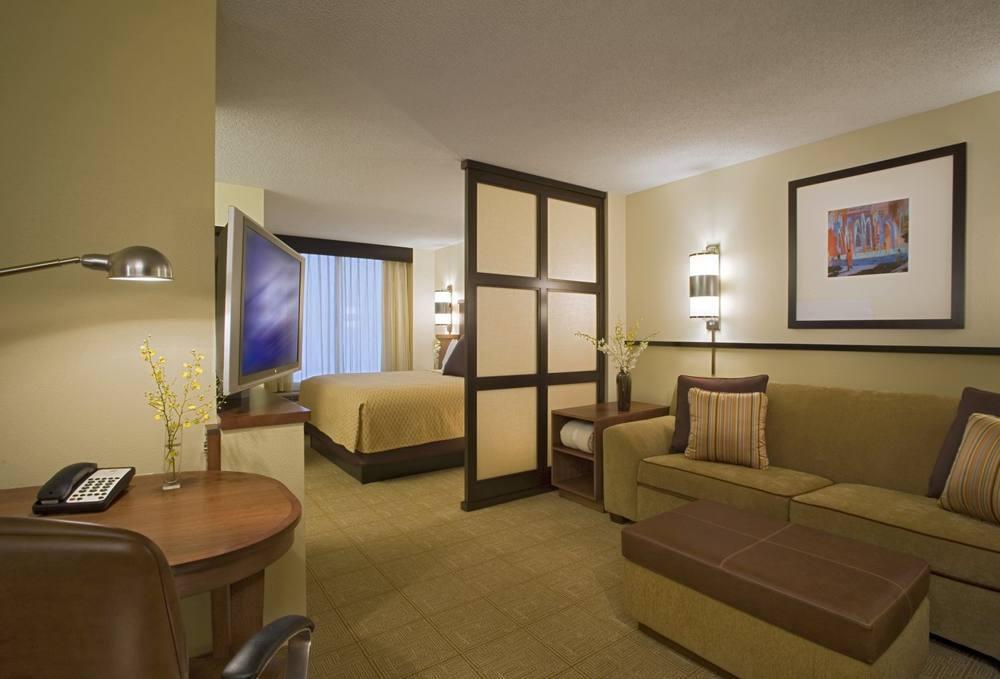 Спальня-гостинная с перегородками