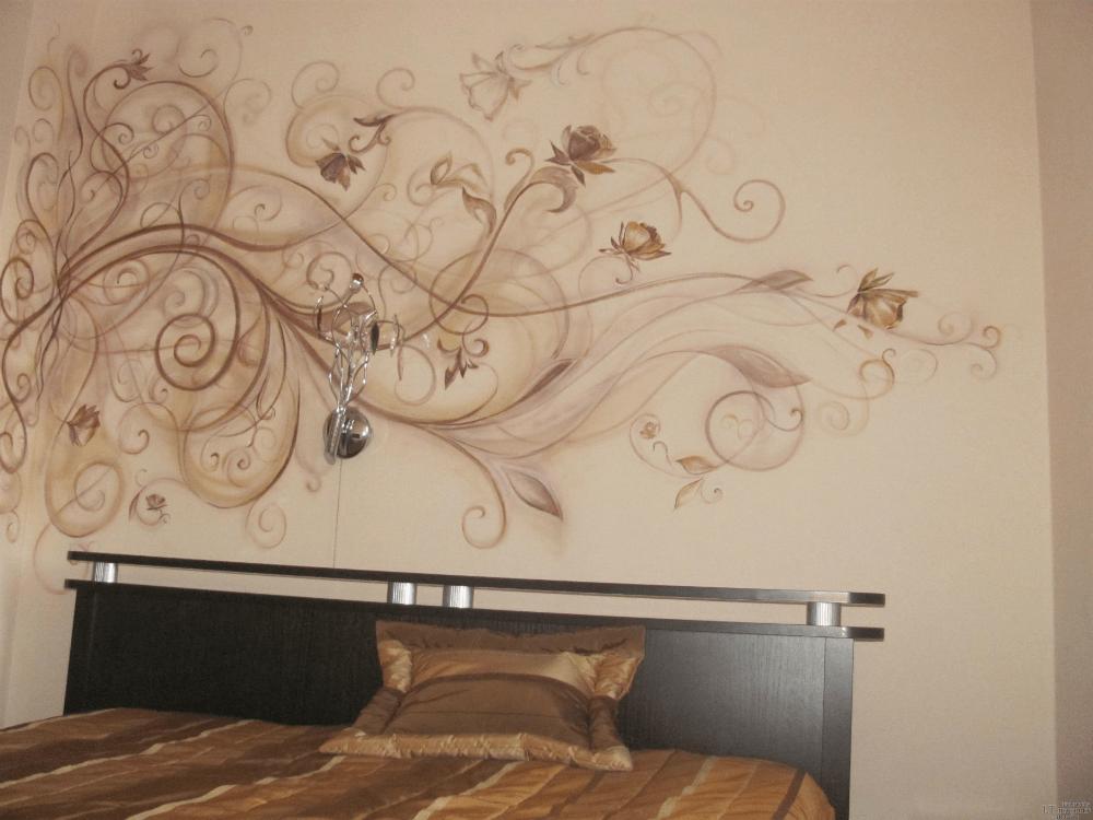 Художественная роспись над кроватью
