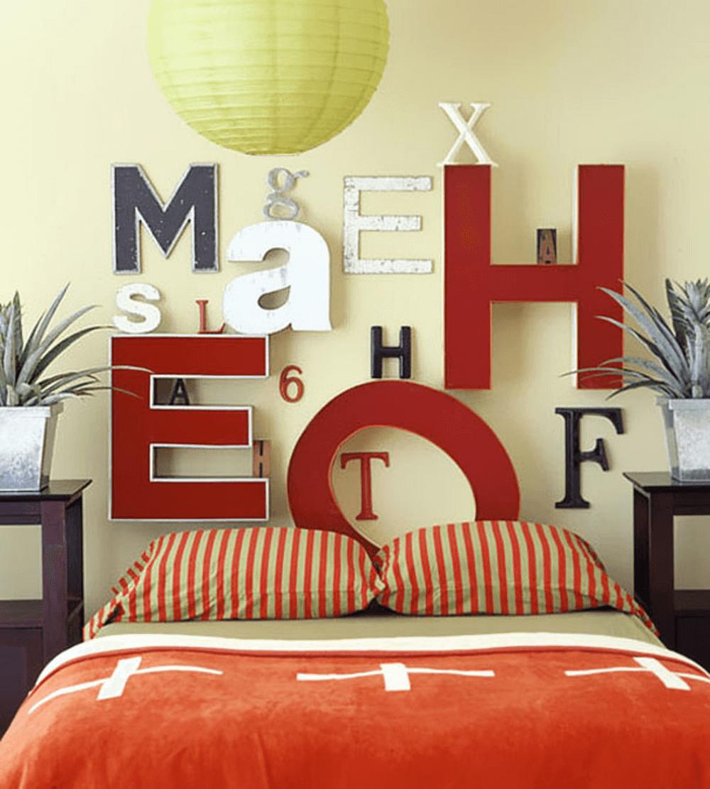 Использование декоративных букв на стене