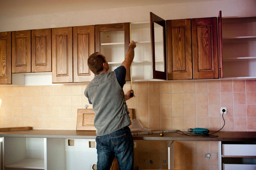 Прикрепление фасада на кухне