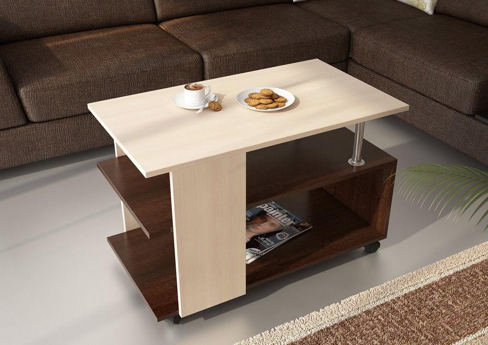 Светлый деревянный журнальный столик с печеньем