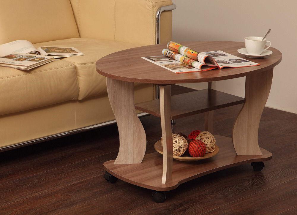 Журнальный столик рядом с диваном