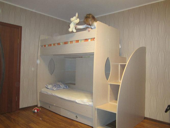 Детская двухъярусная кровать из ДСП
