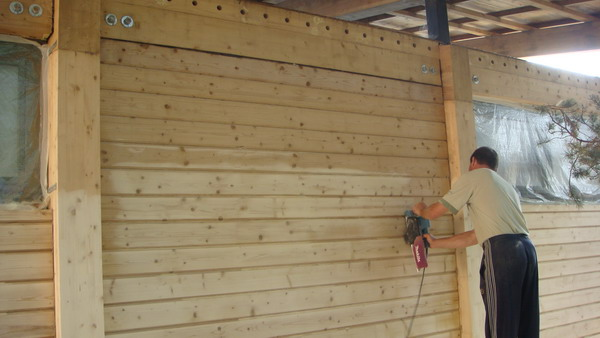 Шлифовка деревянного фасада