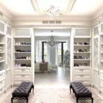 Большая гардеробная в классическом стиле