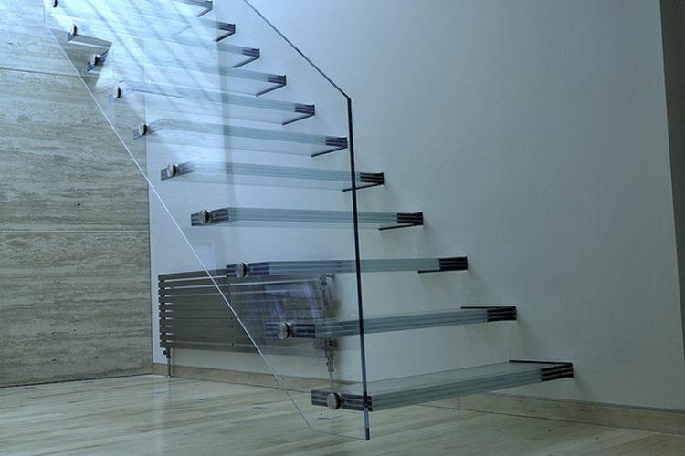 Дизайн стекланной лестницы
