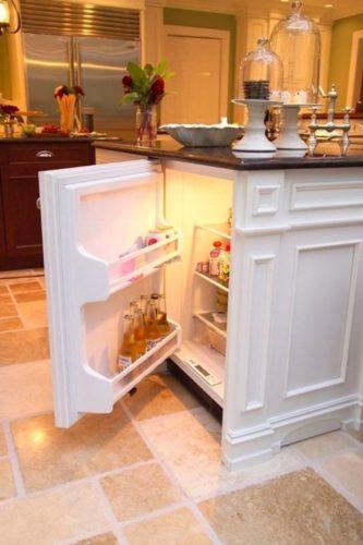 Кухонный остров с холодильником