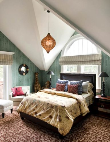 Небольшая спальня в мансарде