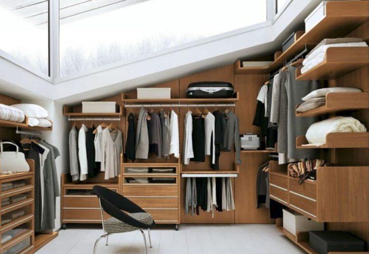 Обустройство гардеробной в мансарде