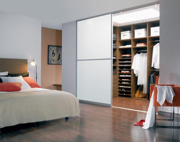 Обустройство гардеробной в спальне
