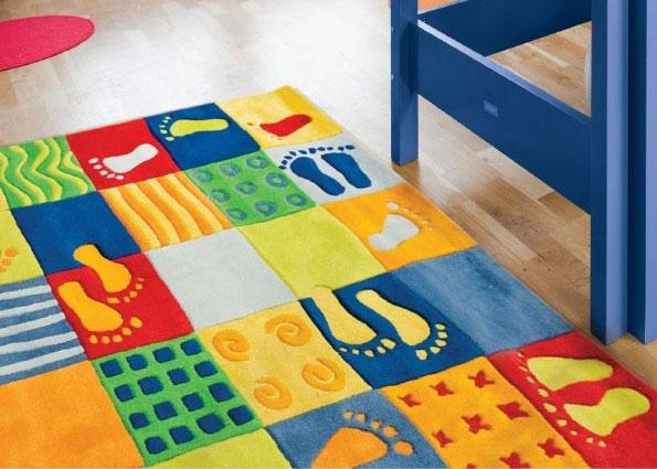 Красочный ковер в детской