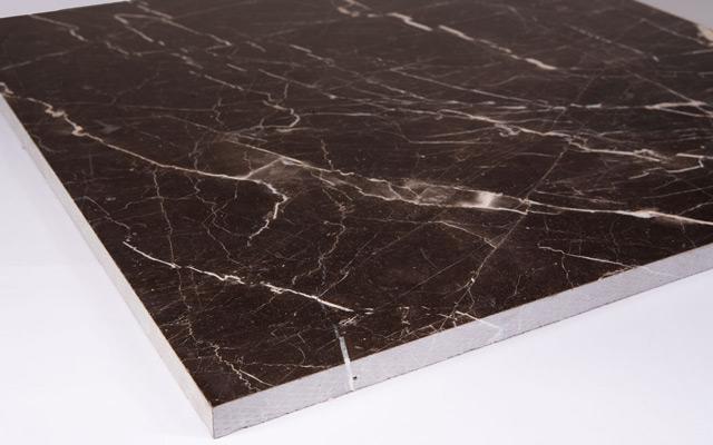 Мраморная плитка имеет больше преимуществ, чем линолеум