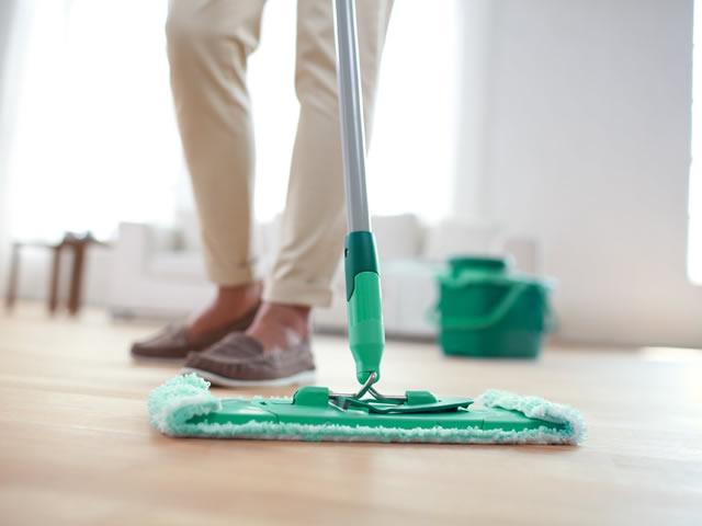 Для очищения линолеума можно использовать жидкость для мытья посуды