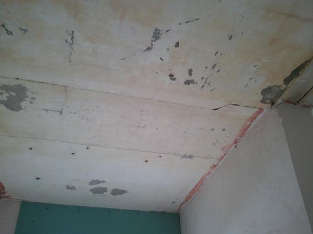 Неровности потолка бывают различного характера