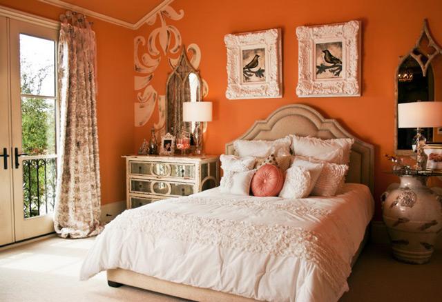 Оранжевые обои в спальне