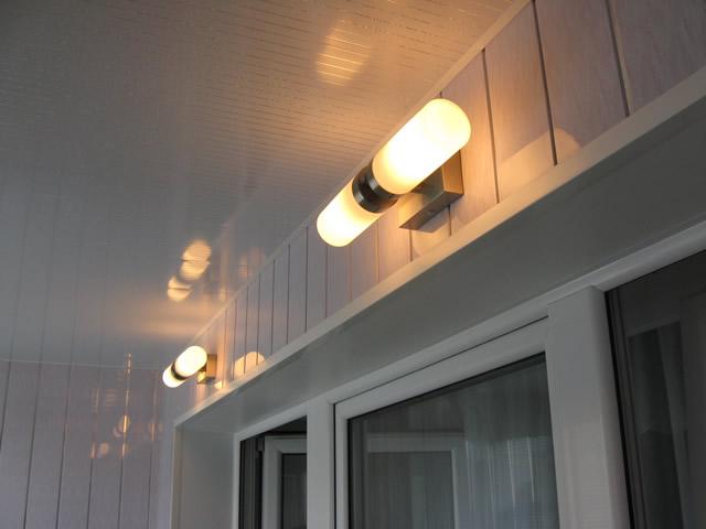 Безупречный балкон — это балкон с освещением