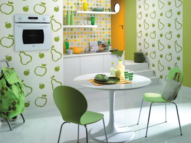 Рисунок обоев на кухне влияет на общую атмосферу в помещении